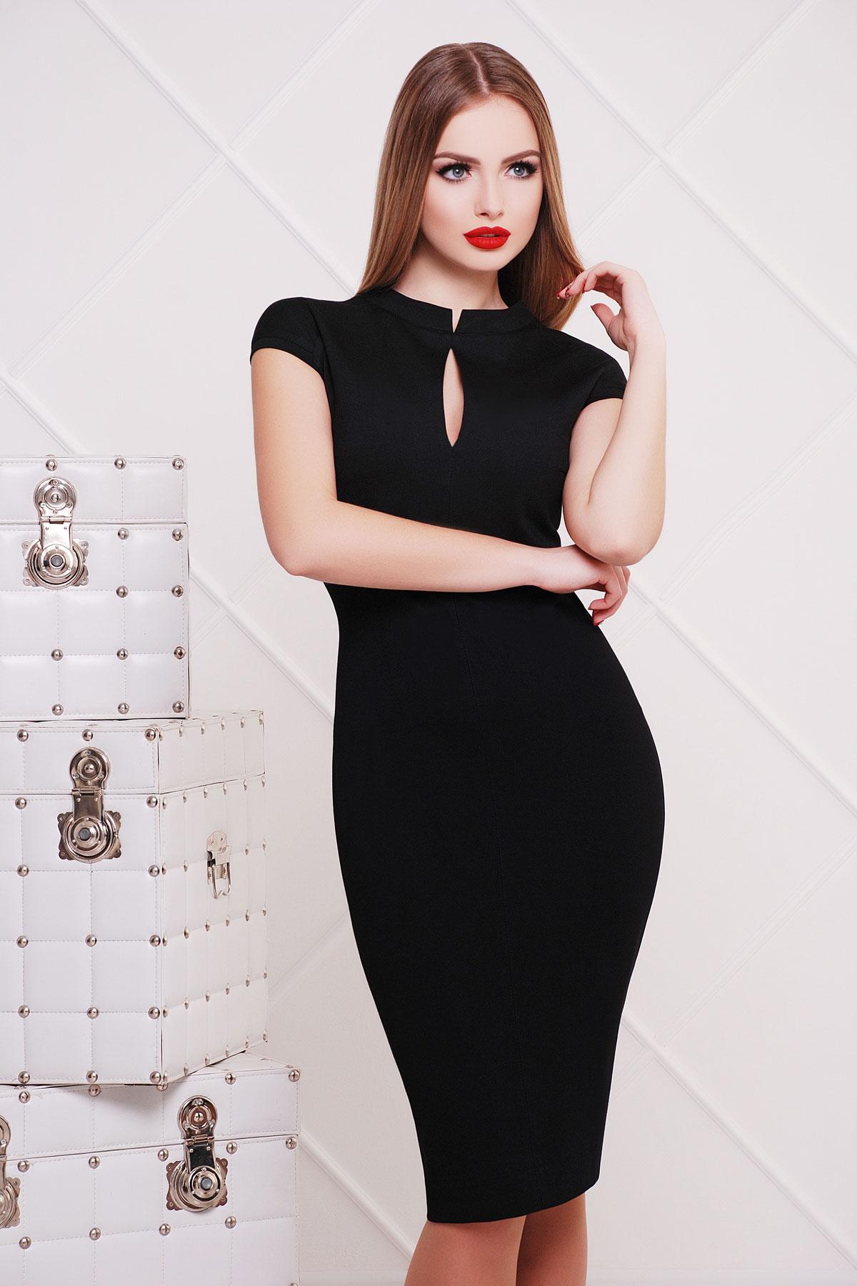 Платье со стойкой воротником черное