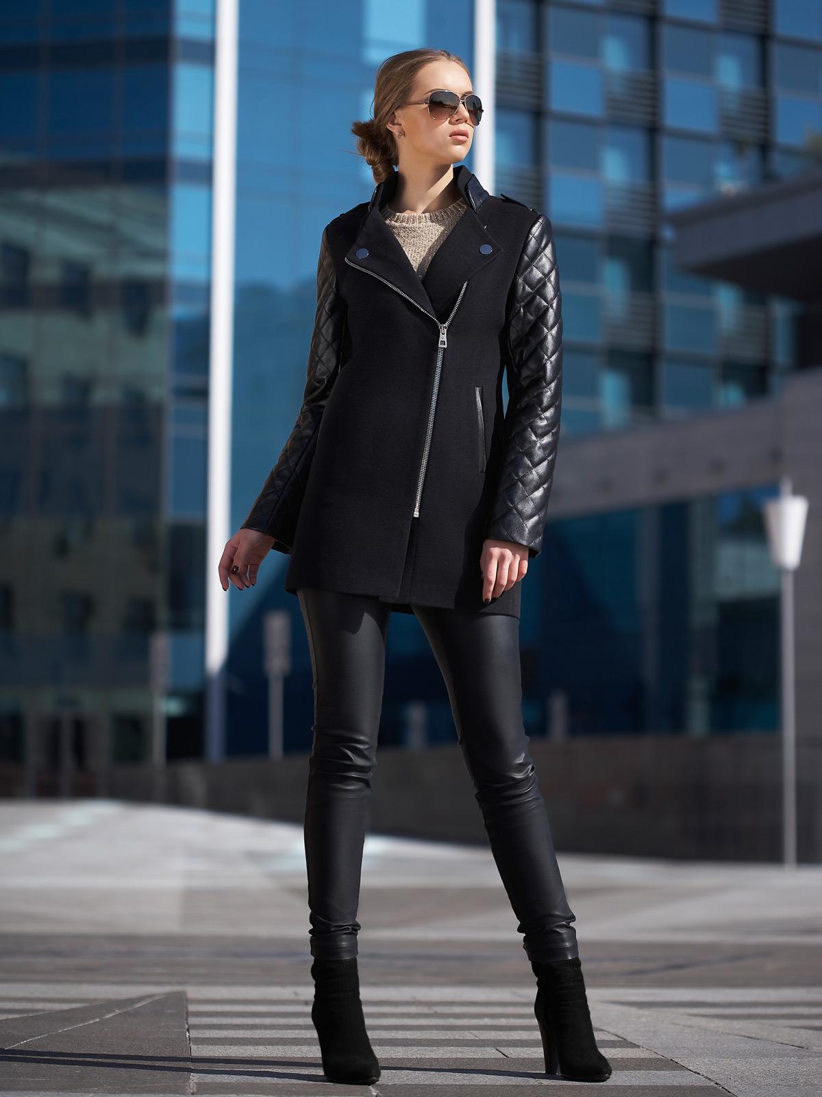 касается планировки черное пальто куртку и брюки фото ручей