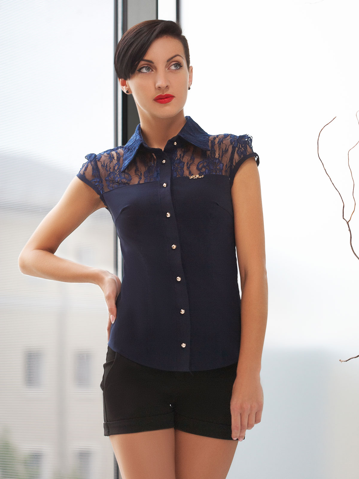 Темно синяя блузка