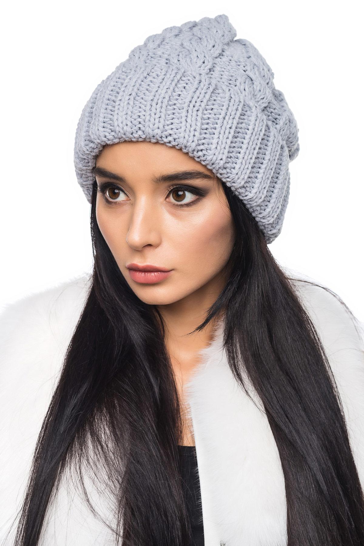 купить вязаную серую шапку с отворотом и косами