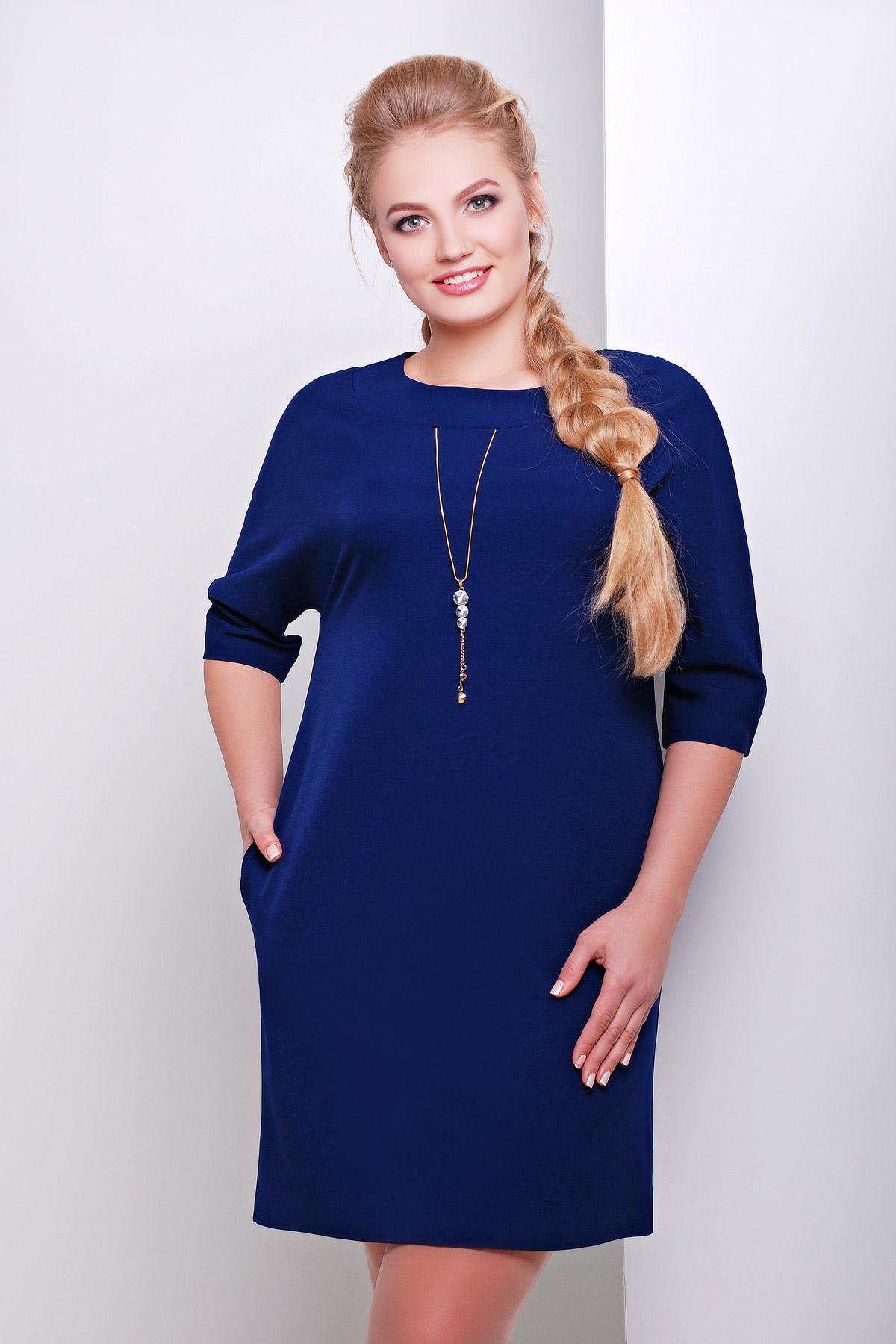 Синее трикотажное платье с рукавом