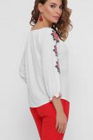 блузка с орнаментом и открытыми плечами. Красные цветы блуза Юния 3/4. Цвет: белый в интернет-магазине