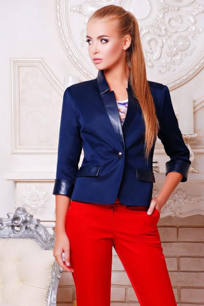 черный приталенный пиджак. пиджак Рандеву. Цвет: т.синий-т.синяя отделка