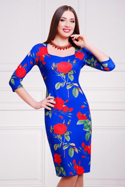 синее платье-футляр с красными розами. Роза синий Платье Вики-К д/р. Цвет: принт