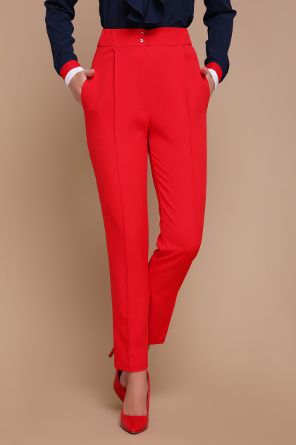 черные брюки со стрелками. брюки Бенжи. Цвет: красный