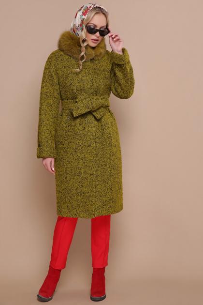 горчичное пальто с мехом. пальто П-302-100 зм. Цвет: 1222-карри