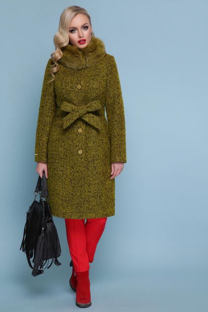 горчичное пальто с меховой опушкой. пальто П-316-100 зм. Цвет: 1222-карри