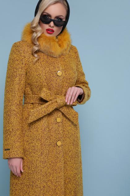 горчичное пальто с меховой опушкой. пальто П-316-100 зм. Цвет: 1223-горчица