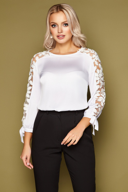 черная блузка с розами. блуза Флавия 3/4. Цвет: белый