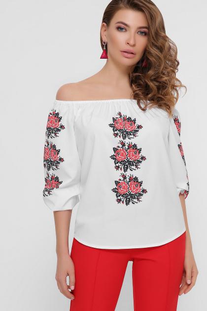 блузка с орнаментом и открытыми плечами. Красные цветы блуза Юния 3/4. Цвет: белый