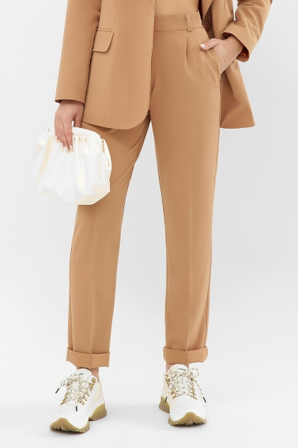 женские брюки цвета фуксии. Брюки Мирей. Цвет: бежевый недорого